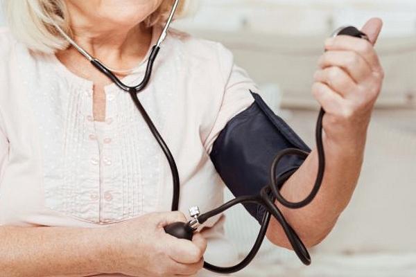 Как понизить давление в домашних условиях срочно без таблеток: 9 эффективных способов
