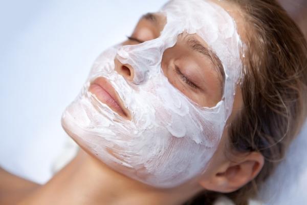 Уходовая маска с белой глиной