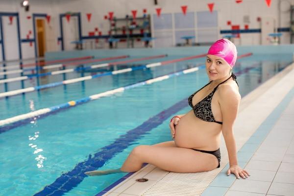 Посещение бассейна при беременности